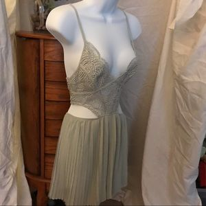 NWT Restock gorgeous pale green romper size M